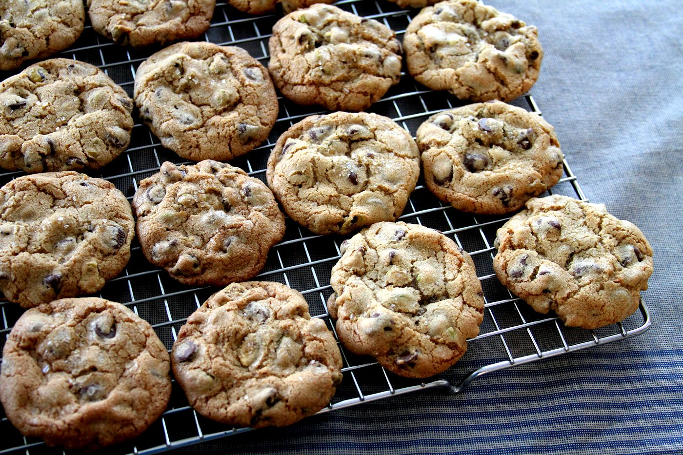 Pistachio and Dark Chocolate Chip Cookies with Bourbon ...